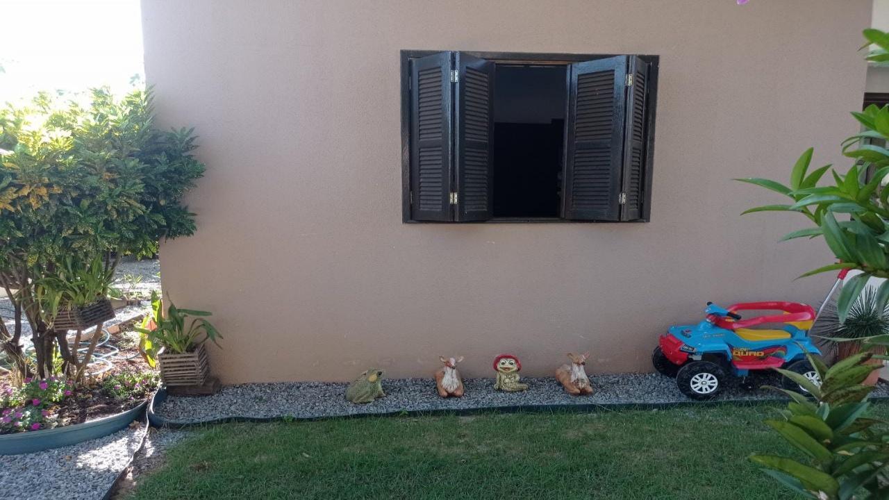 Casa com três quartos no Parque Universitário 7