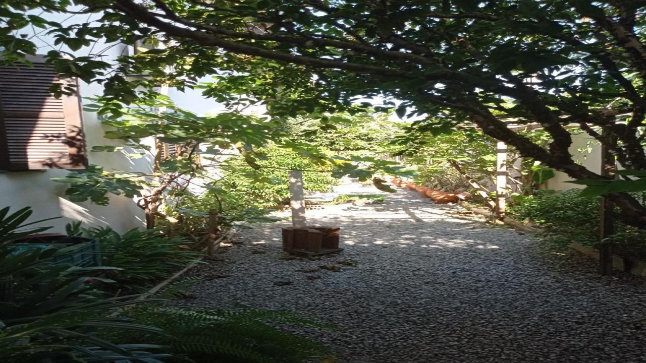 Casa com três quartos no Parque Universitário 8