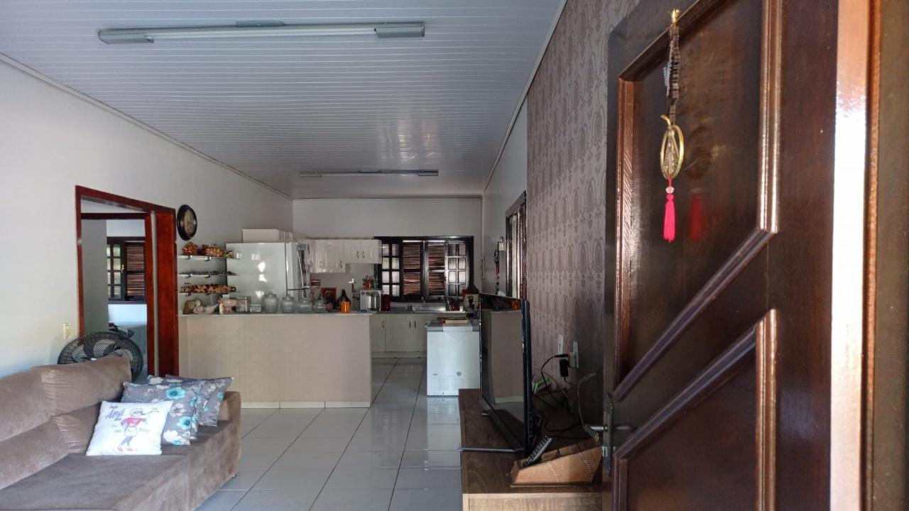 Casa com três quartos no Parque Universitário P