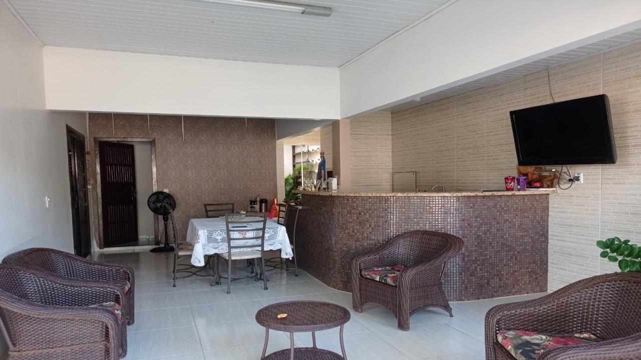 Casa com três quartos no Parque Universitário S